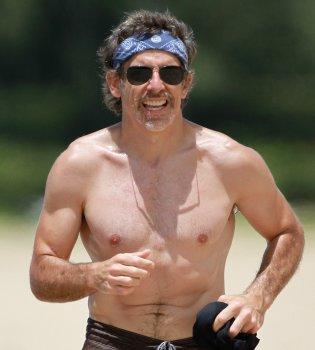 Ben Stiller sin camiseta durante sus vacaciones en Hawai