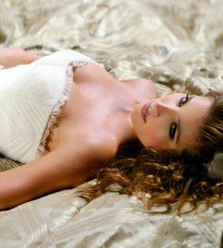 Pronovias viste a Elsa Pataky en 'Di Di Hollywood'