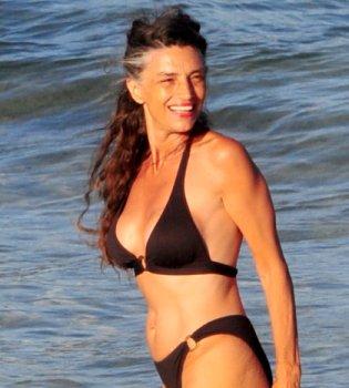 Ángela Molina luce cuerpazo en bikini