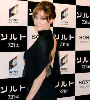 Angelina Jolie podría ser Marilyn Monroe y George Clooney Frank Sinatra