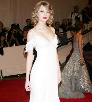 El nuevo disco de Taylor Swift, 'Speak now', estará listo en octubre