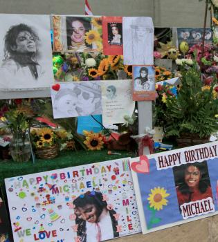 Los fans recuerdan a Michael Jackson el día de su cumpleaños