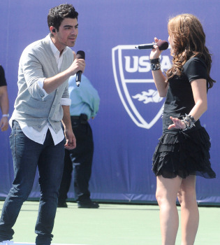 Demi Lovato vuelve a ver a Joe Jonas a pesar de su romance con Ashley Greene