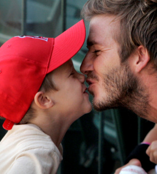 La imagen más tierna de David Beckham besando a su hijo Cruz