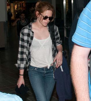 Kristen Stewart reconoce que huele mal, como su novio Robert Pattinson