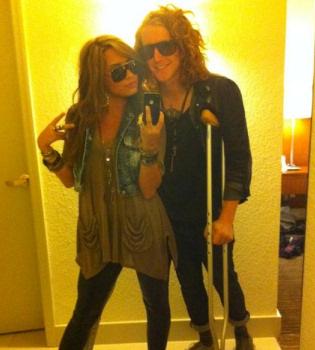Demi Lovato piensa seguir el ejemplo de Miley Cyrus y cerrar su Twitter