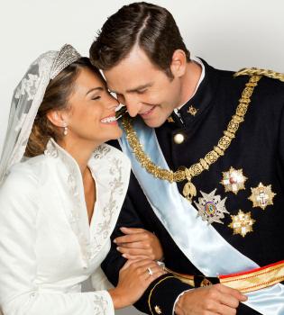 Amaia Salamanca y Fernando Gil rememoran la boda de Letizia y Felipe
