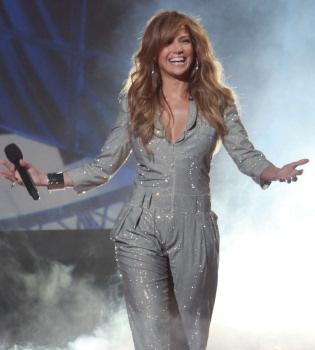Jennifer López se estrena como jueza en 'American Idol'
