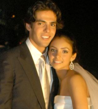 Sonado debut como cantante de Kaká junto a su mujer Caroline Celico