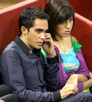 Macarena, fiel a su novio Alberto Contador, tras dar positivo en un test antidopaje