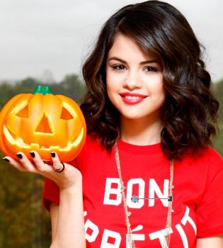 Selena Gómez vive el espíritu de Halloween