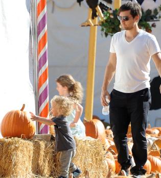 Tobey Maguire y su familia se preparan para Halloween