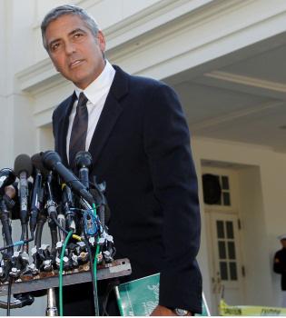 George Clooney visita a Barack Obama y le pone contra la cuerdas