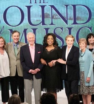 Oprah Winfrey reúne a la familia de 'Sonrisas y Lágrimas' por su 45 aniversario