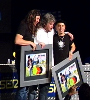 Fito & Fitipaldis reciben el cuádruple disco de platino