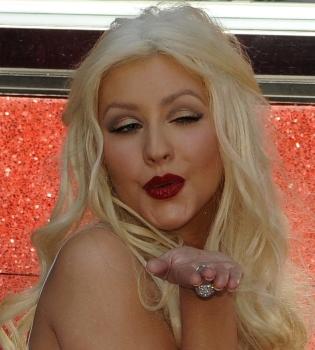 Christina Aguilera orgullosa de recibir su estrella en el Paseo de la Fama de Hollywood