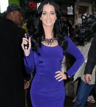 Katy Perry lanza su propio perfume, seductor y felino