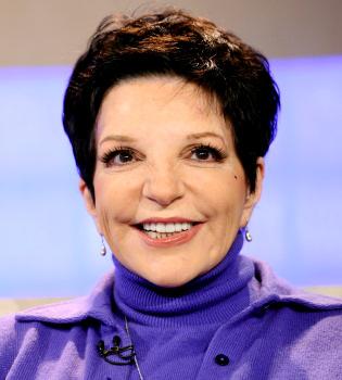 Liza Minnelli sufre los estragos de la cirugía estética