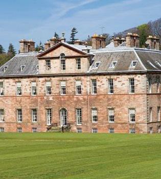 Así es la nueva mansión de Lady Gaga en Escocia
