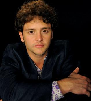 Christopher Uckermann debuta como solista