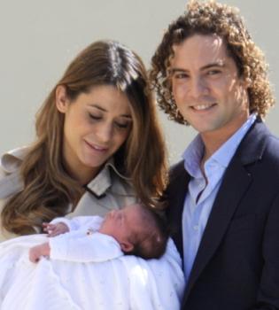 Ella, hija de Dabid Bisbal y Elena Tablada, elegida bebé del año