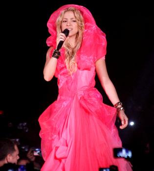 Shakira bromea acerca de los rumores de romance con Gerard Piqué: 'Fue culpa del wakakismo'