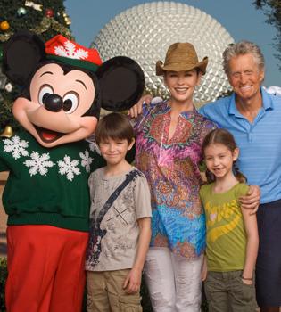 Michael Douglas lucha contra el cáncer con su mejor medicina, Catherine Zeta Jones y sus hijos