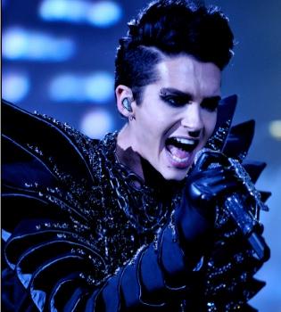 Bill Kaulitz, de Tokio Hotel, se desata sobre el escenario en Chile