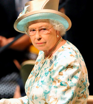 A subasta unas bragas de la Reina Isabel de Inglaterra