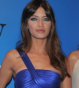 Sara Carbonero adapta su armario a su nueva talla de pecho