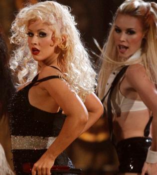 Unas fotos de Christina Aguilera desnuda y con moratones ven la luz
