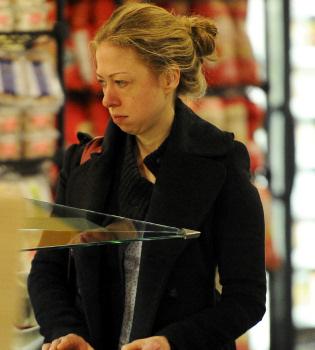 Chelsea Clinton sin maquillaje, una chica de carne y hueso