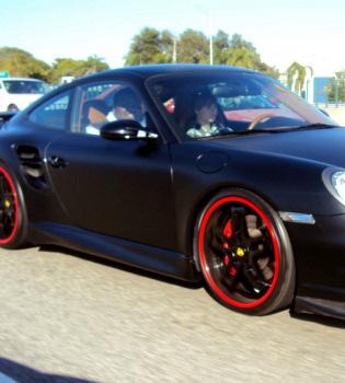 Justin Bieber presume de espectacular Porsche en Miami