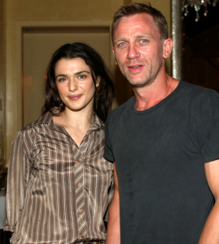 Daniel Craig y Rachel Weisz pasean su amor en Inglaterra