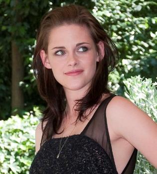 Kristen Stewart sale de juerga en Navidad sin Robert Pattinson