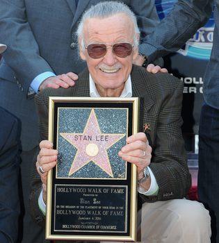 Stan Lee, padre de Spider-man, con estrella en el Paseo de la Fama
