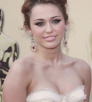Miley Cyrus y Nick Jonas grabarán un dueto musical en 2011