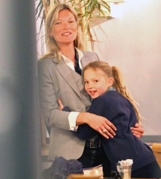 Kate Moss disfruta con su marido e hija de una comida íntima y familiar