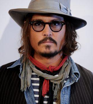 El bulldog de Angelina Jolie y Brad Pitt ataca a Johnny Depp