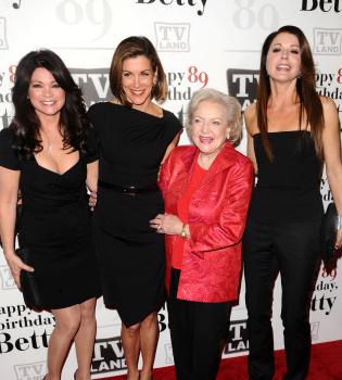 Betty White celebra su 89 cumpleaños rodeada de amigos