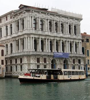 Johnny Depp planea adquirir una mansión en Venecia