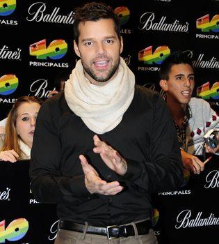 Ricky Martin cuelga los temas de 'Música+Alma+Sexo' en Internet