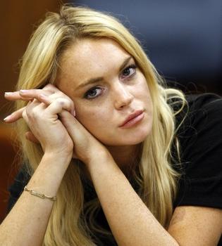 Lindsay Lohan, sin tiempo para devolver el collar de 2.500 dólares