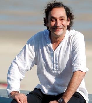 Agusti Villaronga rodará una miniserie sobre Evita