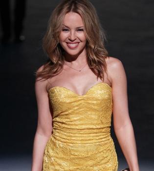 Kylie Minogue tiene el instinto maternal a flor de piel