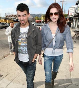Ashley Greene y Joe Jonas, cada día más enamorados