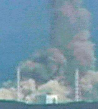 Encuentran 1000 cadáveres en medio del pánico nuclear desatado tras el tsunami de Japón