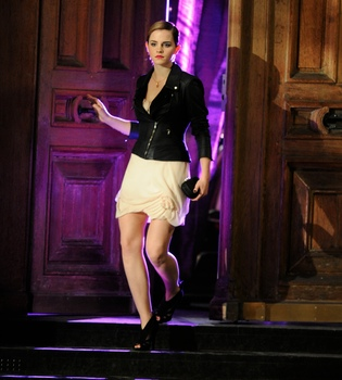 Emma Watson rueda a las órdenes de Mario Testino para Lancome
