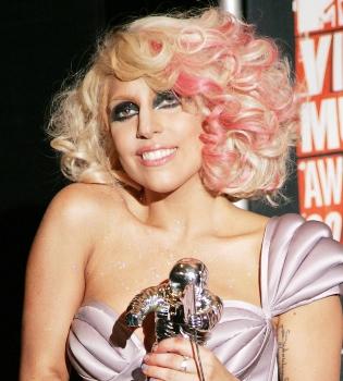 Lady Gaga acusada de plagiar el videoclip 'Born this Way' a un grupo coreano