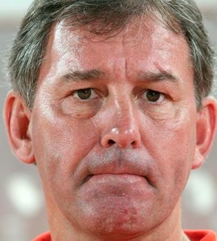 Bryan Robson, ex capitán de Inglaterra, operado de cáncer de garganta